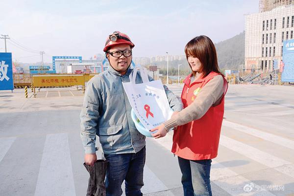 西津街道开展世界艾滋病日主题宣传