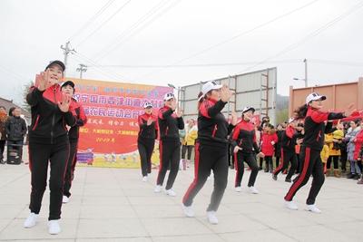 大村村农民趣味运动会开幕